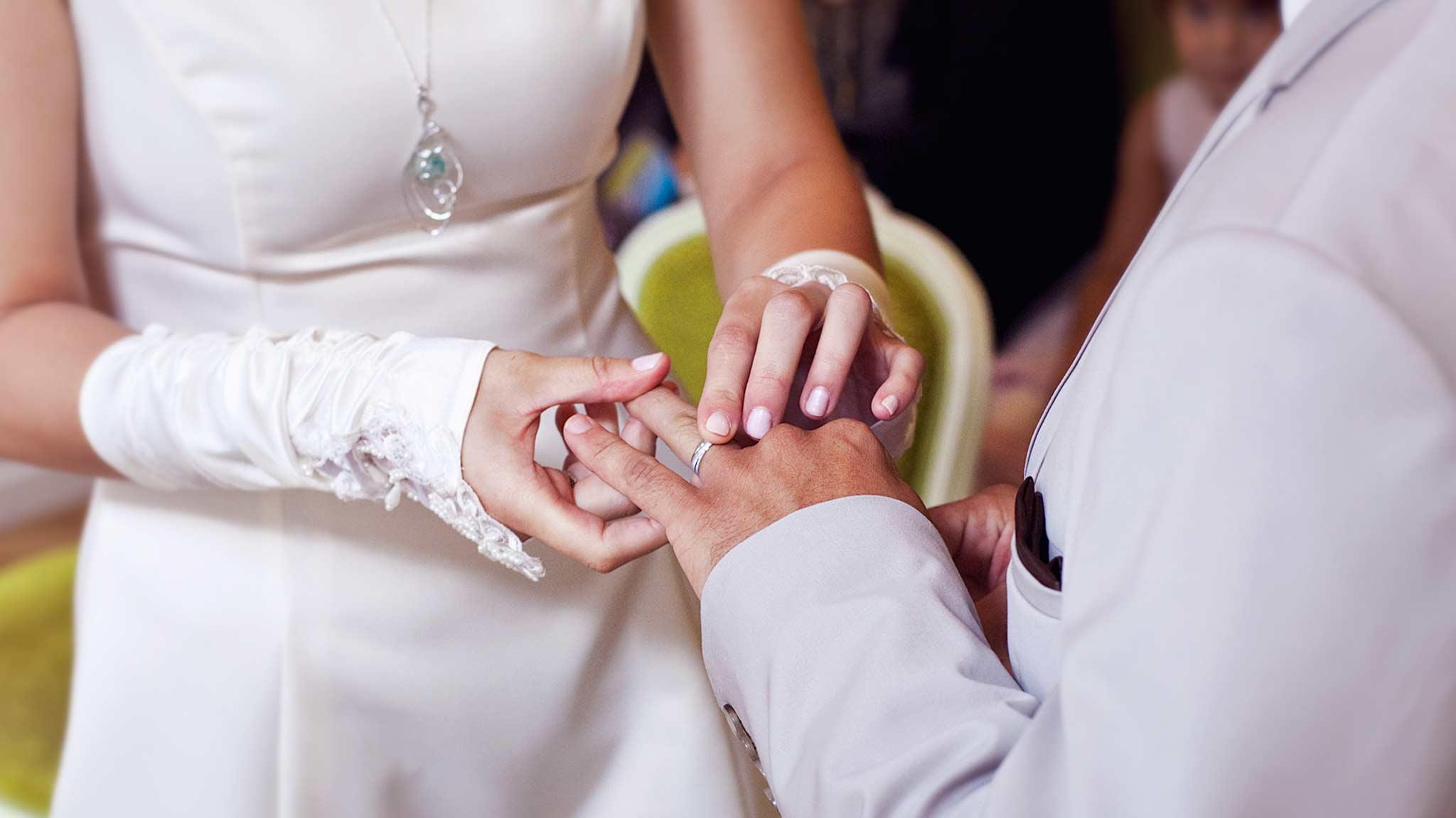 mairie-bague-au-doigt-alliances-photographe-mariage-nancy-metz-strasbourg-engagement-rings-wedding-photographer
