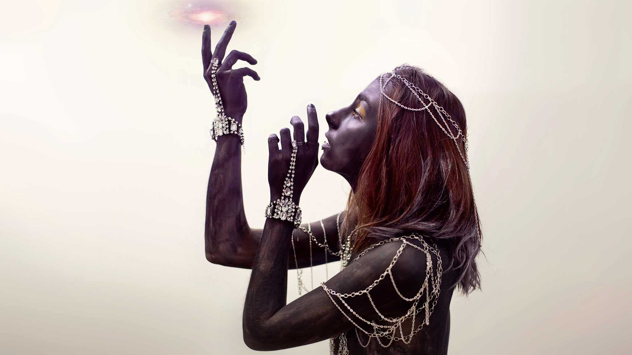 photographe portrait art black skin galaxy cosmos mystic sexy girl