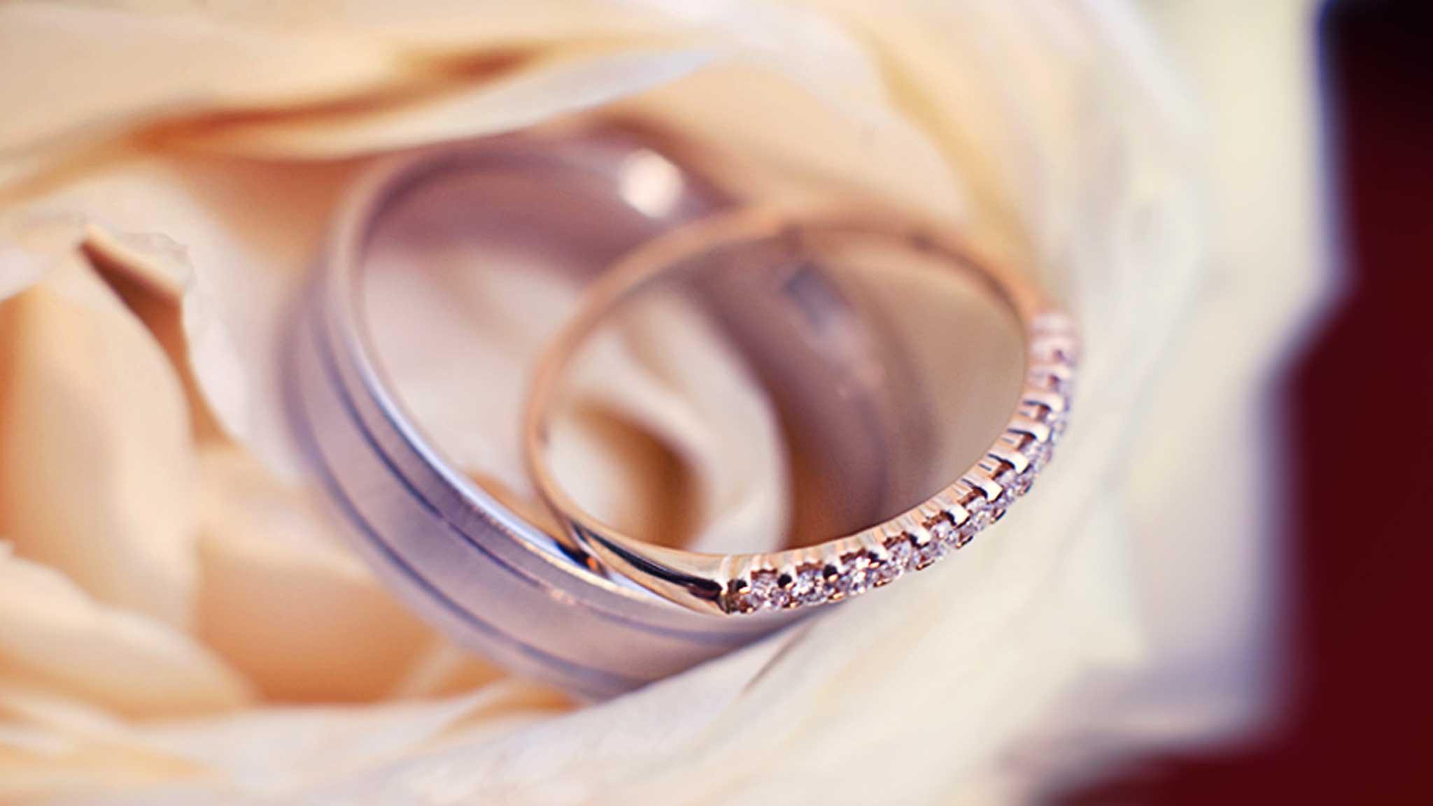 alliances en detail. photographe mariage à nancy metz strasbourg, lorraine et alsace. 54, 57, ALCA engagement rings, french based wedding photographer closeup hd