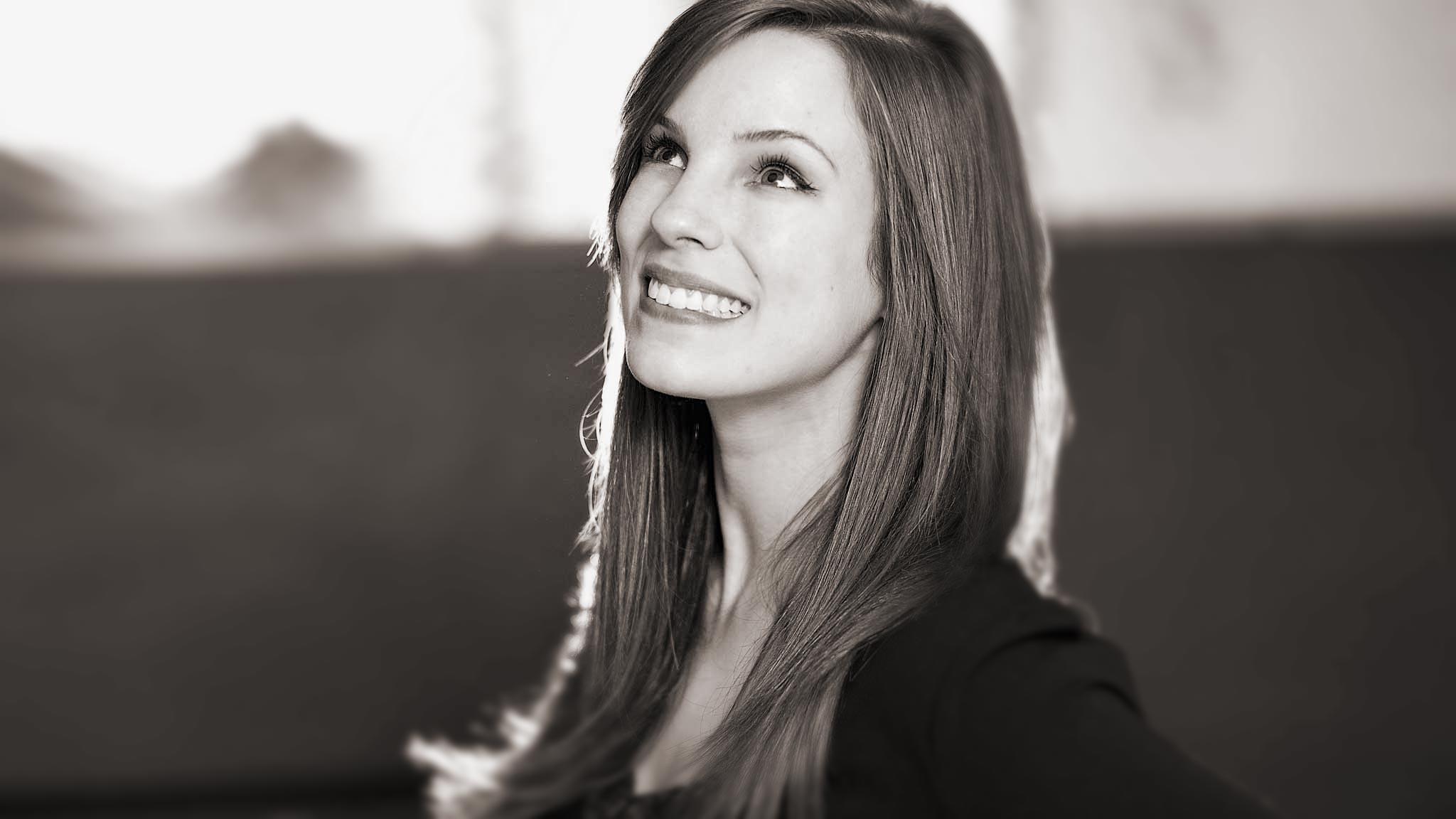 photographe portrait nancy metz strasbourg femme book lifestyle smile nb