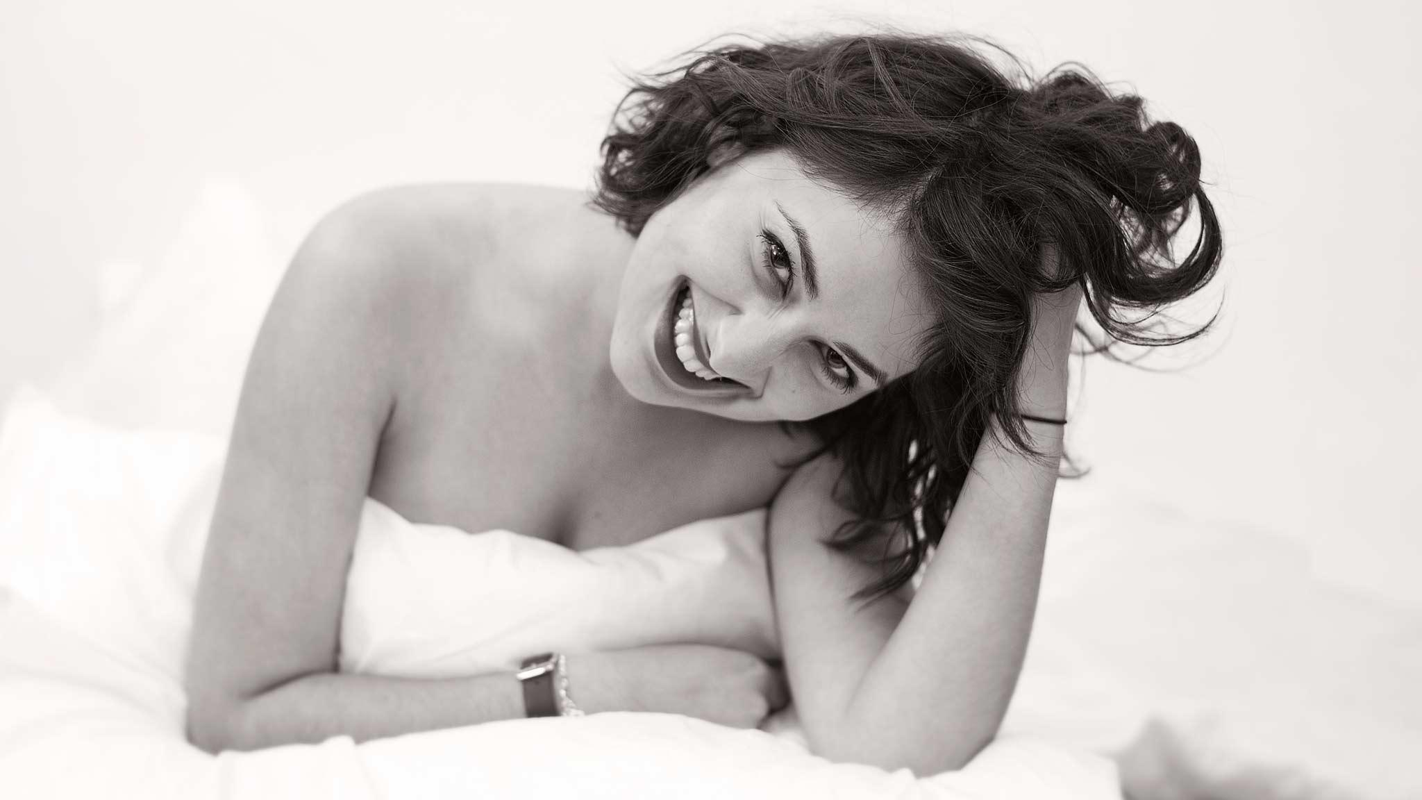 photographe-portrait-glamour-lingerie-nb-noir-et-blanc-bw